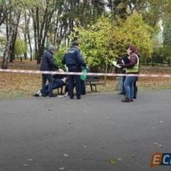 У парку Києва пенсіонер засадив собі ножа в серце