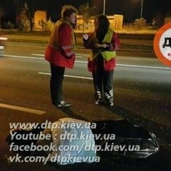 ДТП в Києві: чоловіка, який кинувся під колеса, переїхало кілька автівок