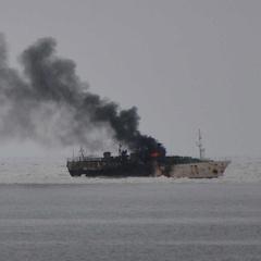 У Тихому океані горить траулер з людьми на борту