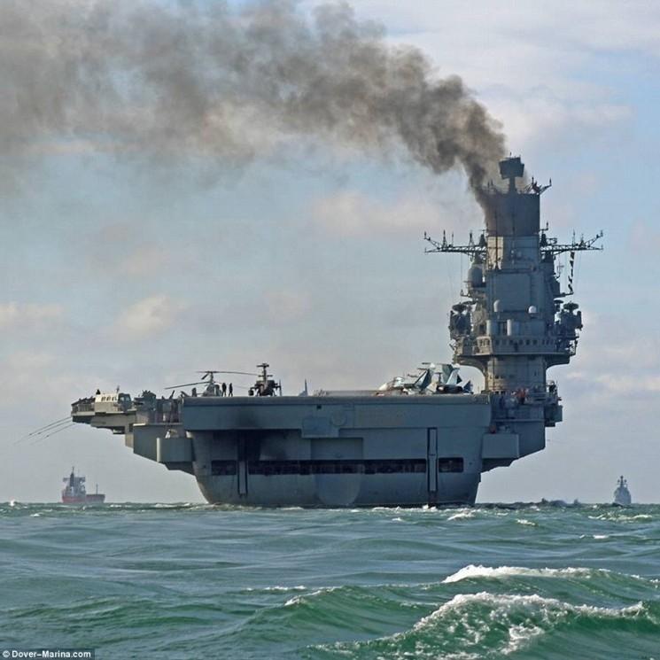 Авіаносець «Адмірал Кузнєцов» не перестає тішити соцмережі своїми конфузами