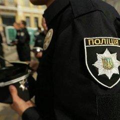 В інтернеті хвилю гніву викликало відео із майбутнім прокурором та поліцейським (відео)