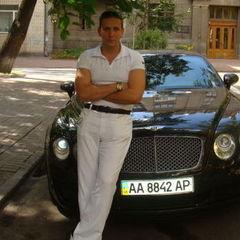 Начальник митного поста «Луцьк» користується Bentley, BMW X5 і має катер