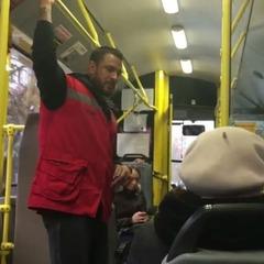Хто він? Журналісти познайомилися із сексі-кондуктором київського тролейбуса