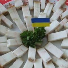 Кабмін виділив кожному українцю 2 кг сала та 6 трусів