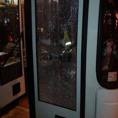 У центрі Дніпра невідомі обстріляли тролейбус (фото)