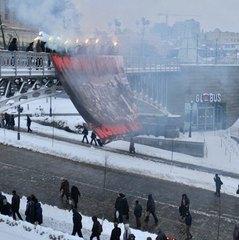 На Майдані націоналісти вивісили недоброзичливий до поліції банер (фото)