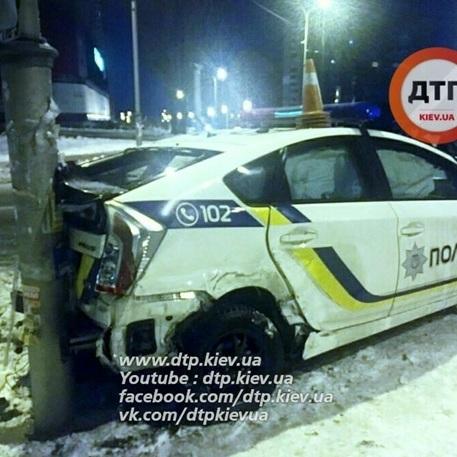 ДТП із патрульними у Києві: є постраждалі (фото)