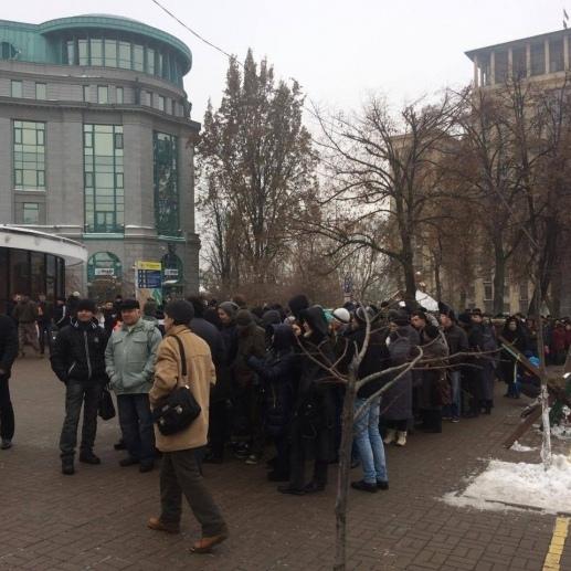 У центрі Києва знову збираються протестувальники