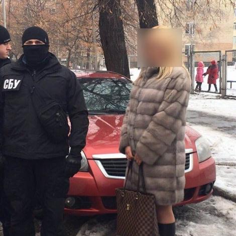 Слідчий поліції Києва вимагав хабар $ 8 тис.