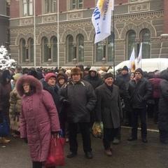 Мітинг під НБУ: людей привели колонами (фото)