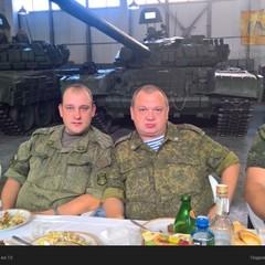 Горілка та застілля на заводі. Волонтери викрили офіцера хімічних військ РФ на Донбасі