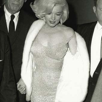 Сукню Мерилін Монро, в якій вона співала для Кеннеді, продали за шалені гроші