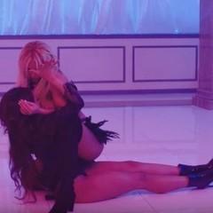 Брітні Спірс у відвертому вбранні влаштувала розпусні ігри зі співачкою (відео)