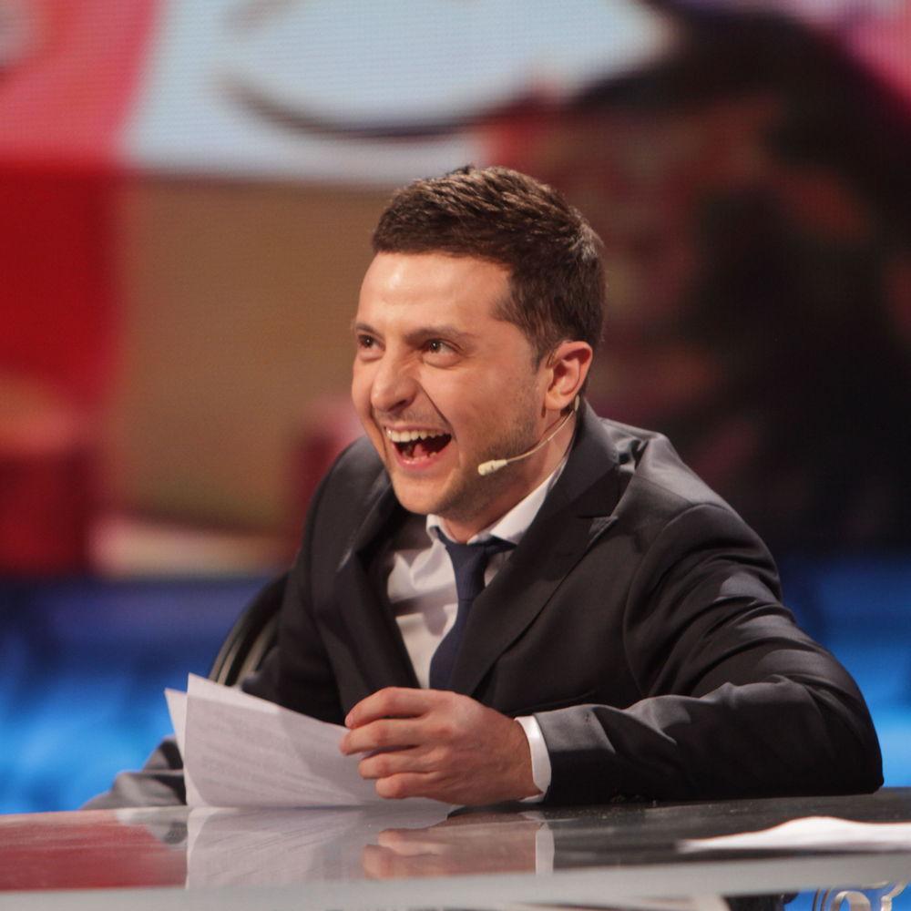 Зеленський порвав зал новою пародією на Парасюка: «Нога прийде порядок наведе!»
