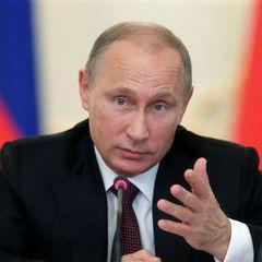 Путін розповів, що його хрестив батько нинішнього патріарха Кирила