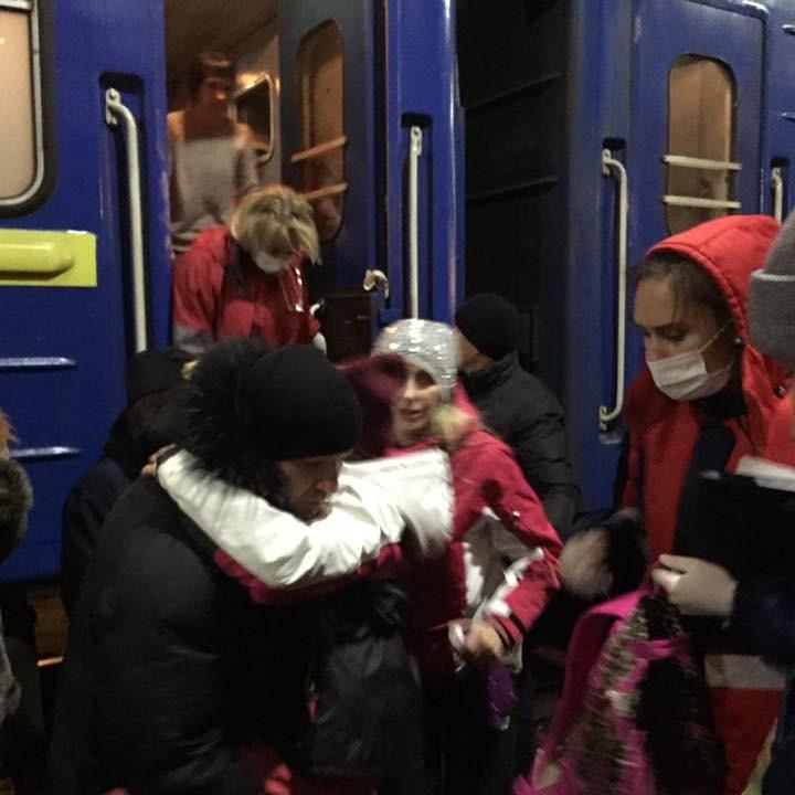 Вранці з київського потяга забрали 18 дітей з отруєнням, троє - у важкому стані