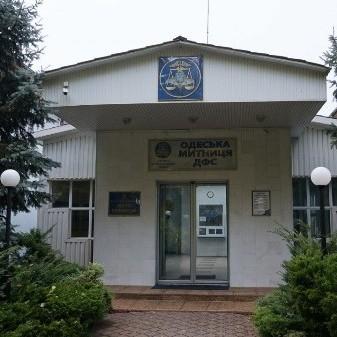 В Одесі молодики у камуфляжі розгромили приміщення митниці
