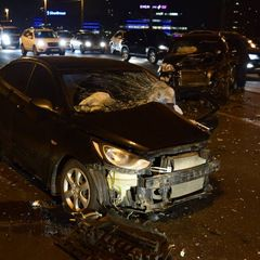 У Києві на мосту Патона сталося лобове зіткнення автомобілів (відео)