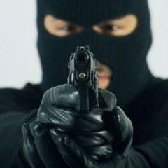 У Харкові невідомі в масках напали на військове авто
