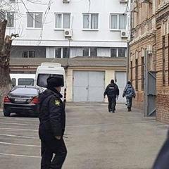 Януковича привезли до будівлі суду в Ростові