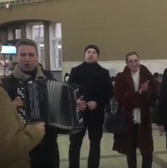 «Ми - єдиний народ» - на московському вокзалі виконали українську пісню (відео)