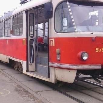 В Києві трамвай наїхав на чоловіка (відео)