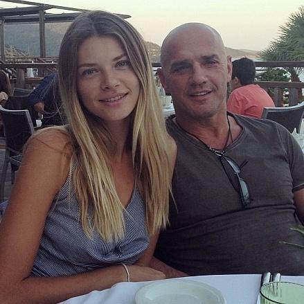 Дружина нардепа-олігарха Константиновського навчає фітнесу в інтернеті