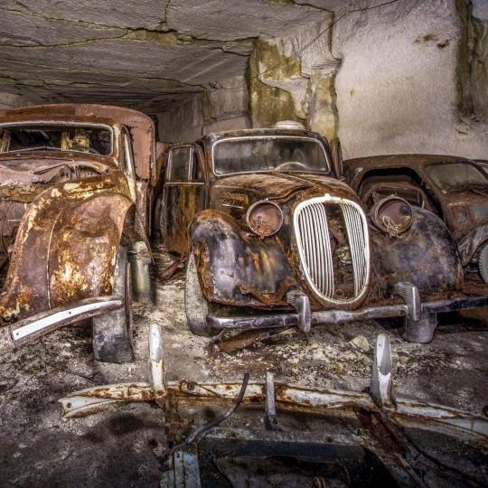 У Франції знайшли заховані під землею автомобілі 1930-х (фото)