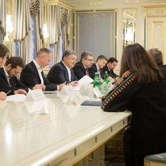 Порошенко: Українське кіно потребує державної підтримки