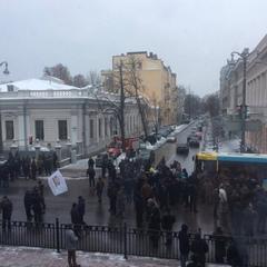 Під Радою «пенсіонери МВС» перекрили Грушевського