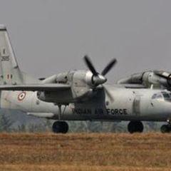 Військово-транспортний літак Ан-32, незважаючи на свої габарити, виконав фігури вищого пілотажу (відео)