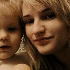 Голодна смерть у центрі Києва: мати, з вини якої помер син, писала про любов до дітей у соцмережах (фото)