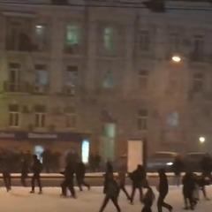 Близько 300 українських і турецьких фанатів побилися у центрі Києва (відео)