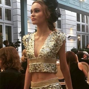 Дочка Джонні Деппа вперше вийшла на подіум на показі Chanel (відео)