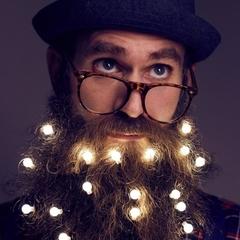 Новорічні прикраси створили для бородатих чоловіків (фото)