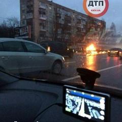 ФОТОФАКТ. У Києві на ходу загорівся автомобіль