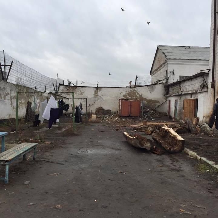 Луценко нагрянув без попередження у Житомирську колонію (фото)