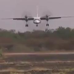 Український літак здійснив видовищну посадку - просто на ґрунт