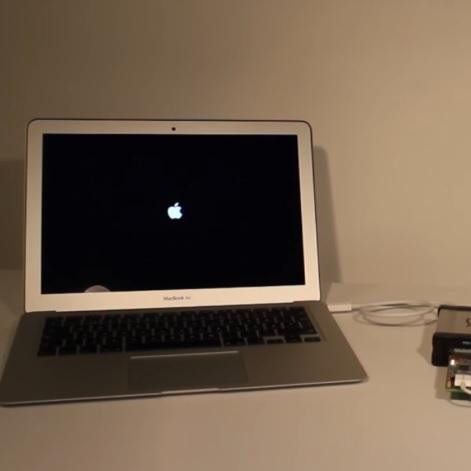Хакери знайшли спосіб, як «крякнути»  MacBook за півхвилини (відео)