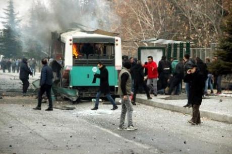 ВТурецькому Кайсері підірвали автобус з військовими: 13 загиблих і десятки поранених