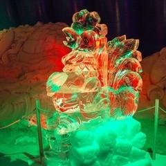 Зимова казка: у Києві відкрилася виставка крижаних скульптур (фото)