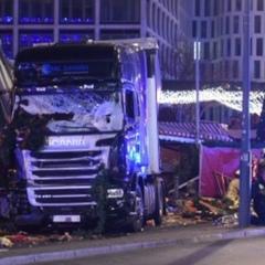 В Берліні вантажівка в'їхала у натовп на різдвяному ярмарку