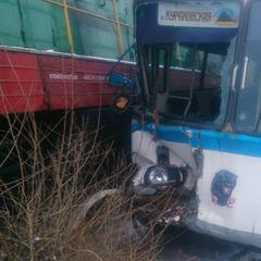 На Донеччині автобус із людьми потрапив під потяг (фото)