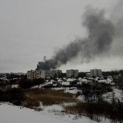 Масштабна пожежа у Харкові: над містом розповзається хмара чорного токсичного диму