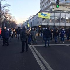 Активісти на авто з єврономерами перекрили центр Києва
