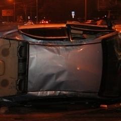 ДТП на Набережній Перемоги: Chevrolet протаранив вантажівку Mercedes і перекинувся (ФОТО)