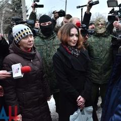 Одна закохалася у терориста «ЛНР»: журналіст розповів про «полонянок», яких бойовики передали Києву