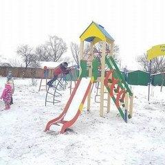 Нардеп забрав із села дитячий майданчик після програних місцевих виборів