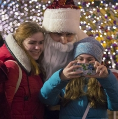 Кличко гуляв по Києву в костюмі Діда Мороза ( Відео)
