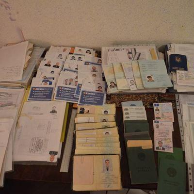 СБУ затримали жінку, яка робила фальшиві українські паспорти бойовикам «ДНР» (ТСН)